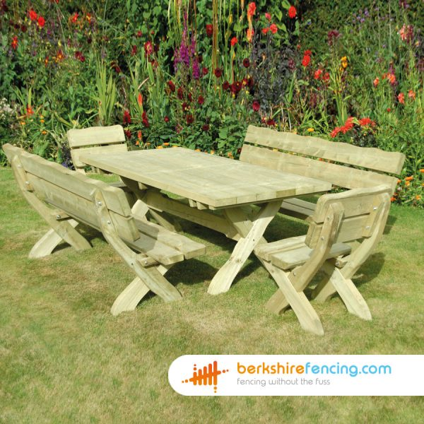How our Country Style Table look in a lovelly garden in London