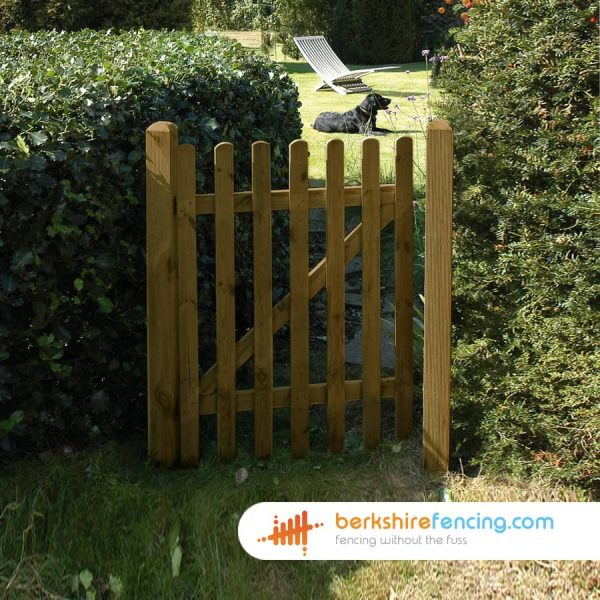 Exclusive Round Top Picket Gate 900mm x 1200mm x 50mm brown