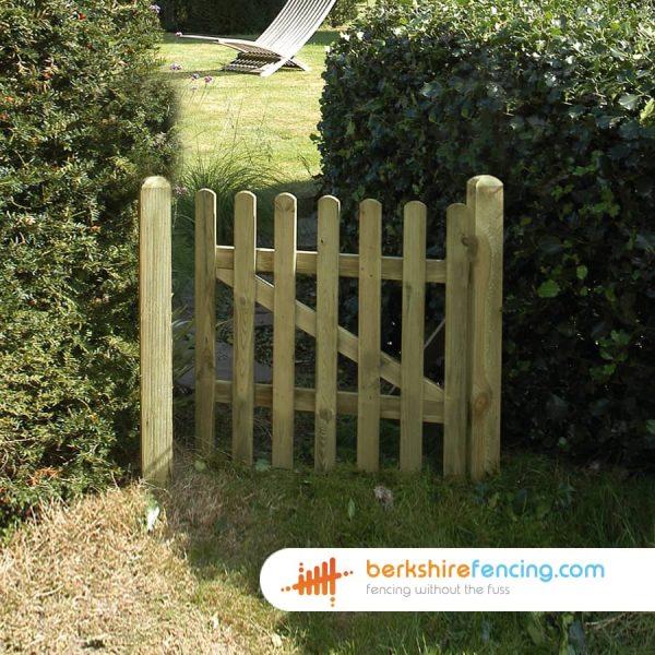 Garden Round Top Picket Gate 900mm x 900mm x 50mm natural